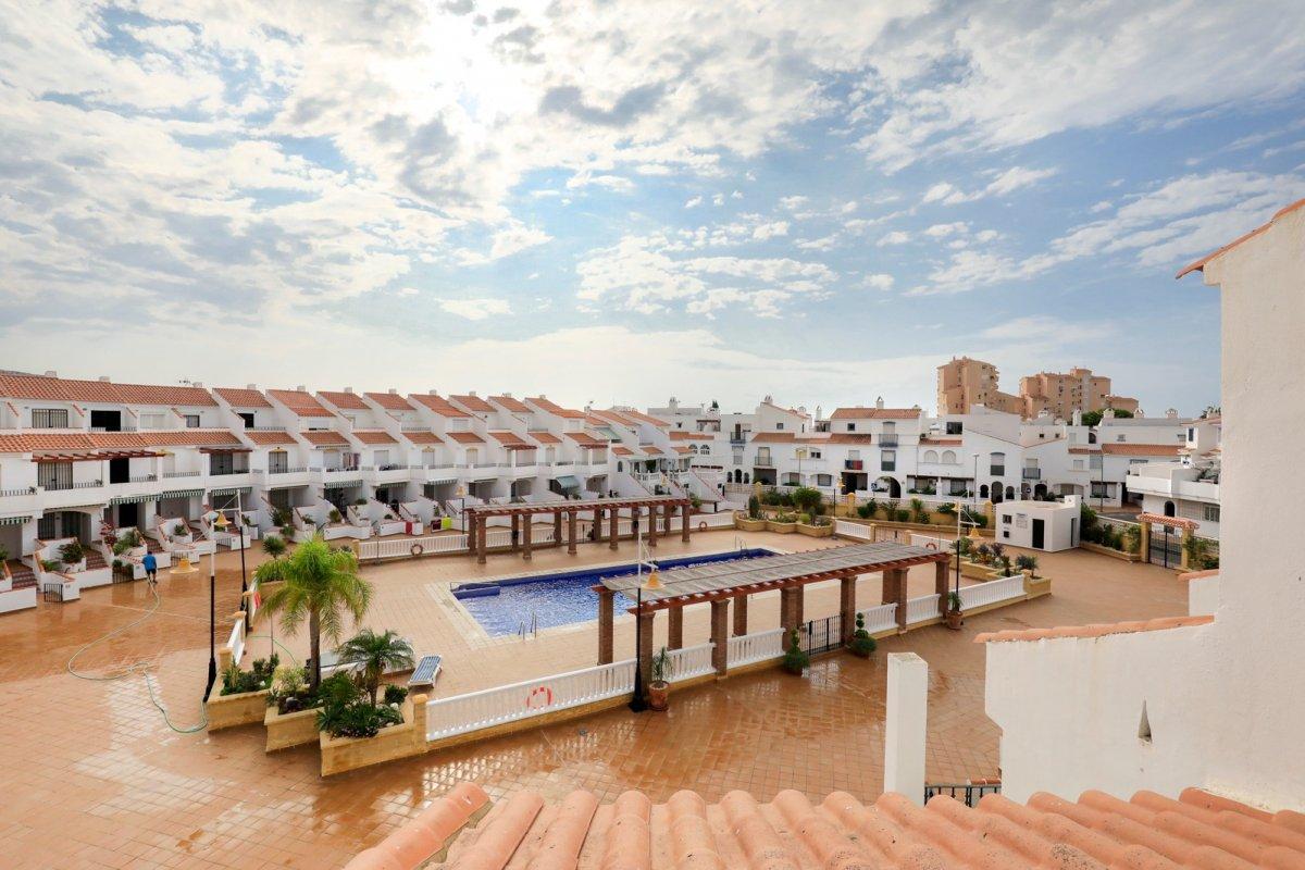 Adosado de 3 dormitorios y 2 baños + Garaje a precio de chollo, Granada