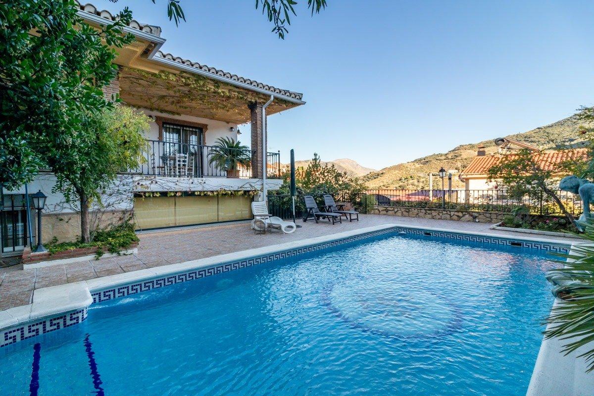 ESPECTACULAR CHALET con piscina en PINILLOS (Cenes de la Vega), Granada