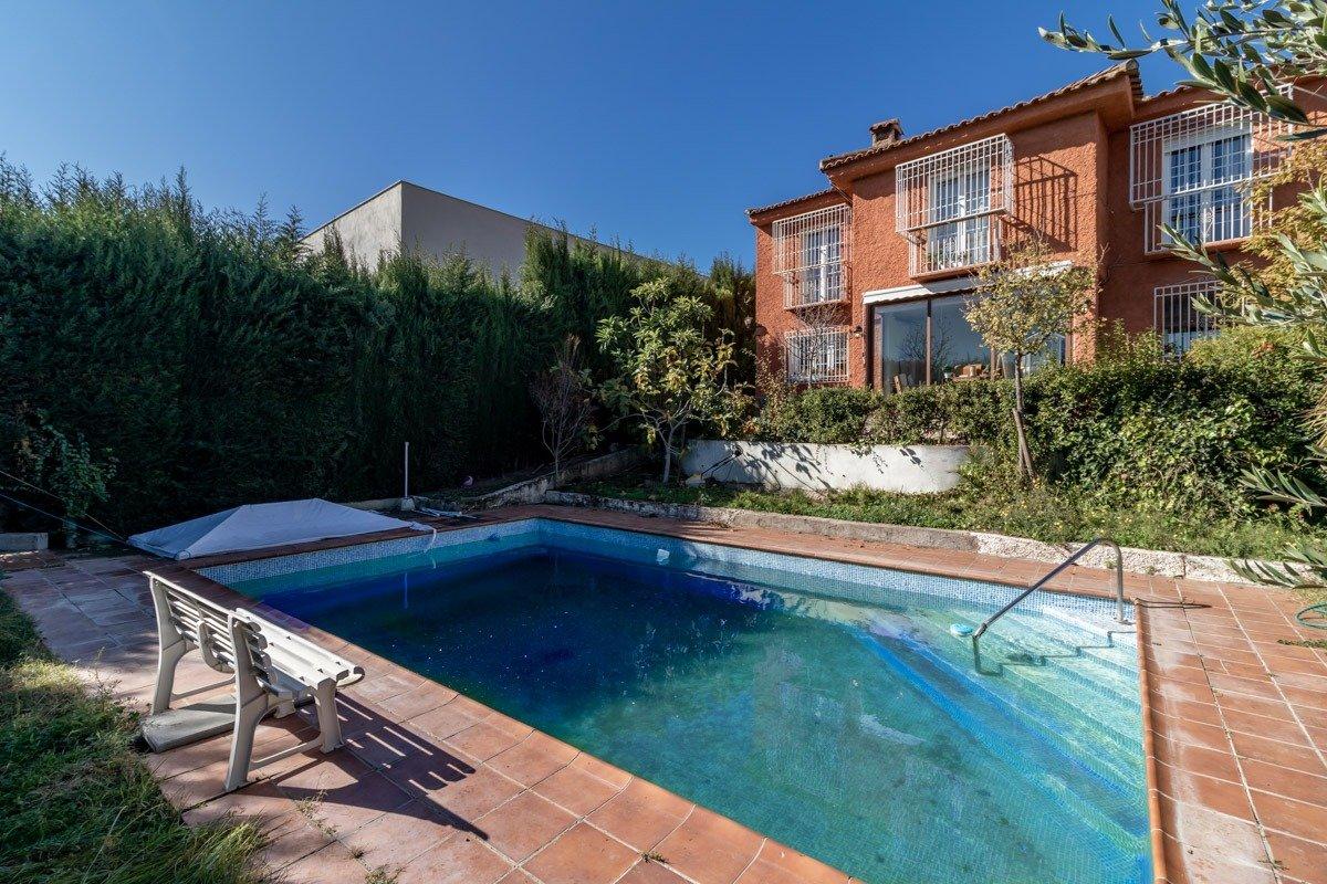Chalet independiente con piscina – Otura