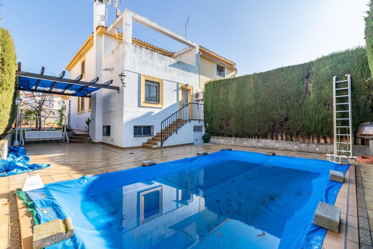 Chalet con piscina en Monteluz – Peligros