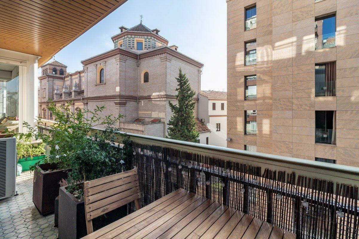 ESPECTACULAR PISO EN PLENA CALLE RECOGIDAS, Granada
