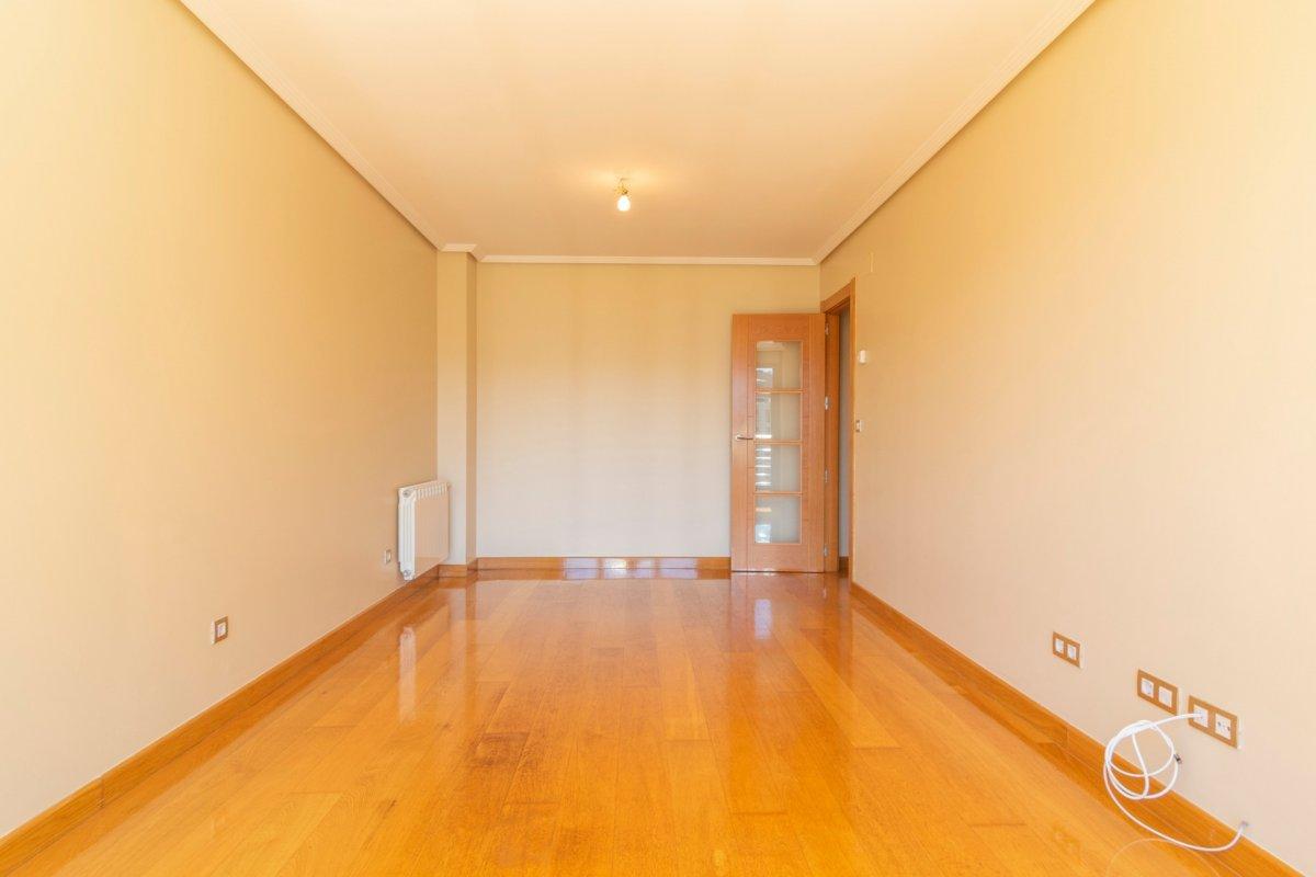 Piso en alquiler en Santander  de 3 Habitaciones, 2 Baños y 110 m2 por 750€/mes.