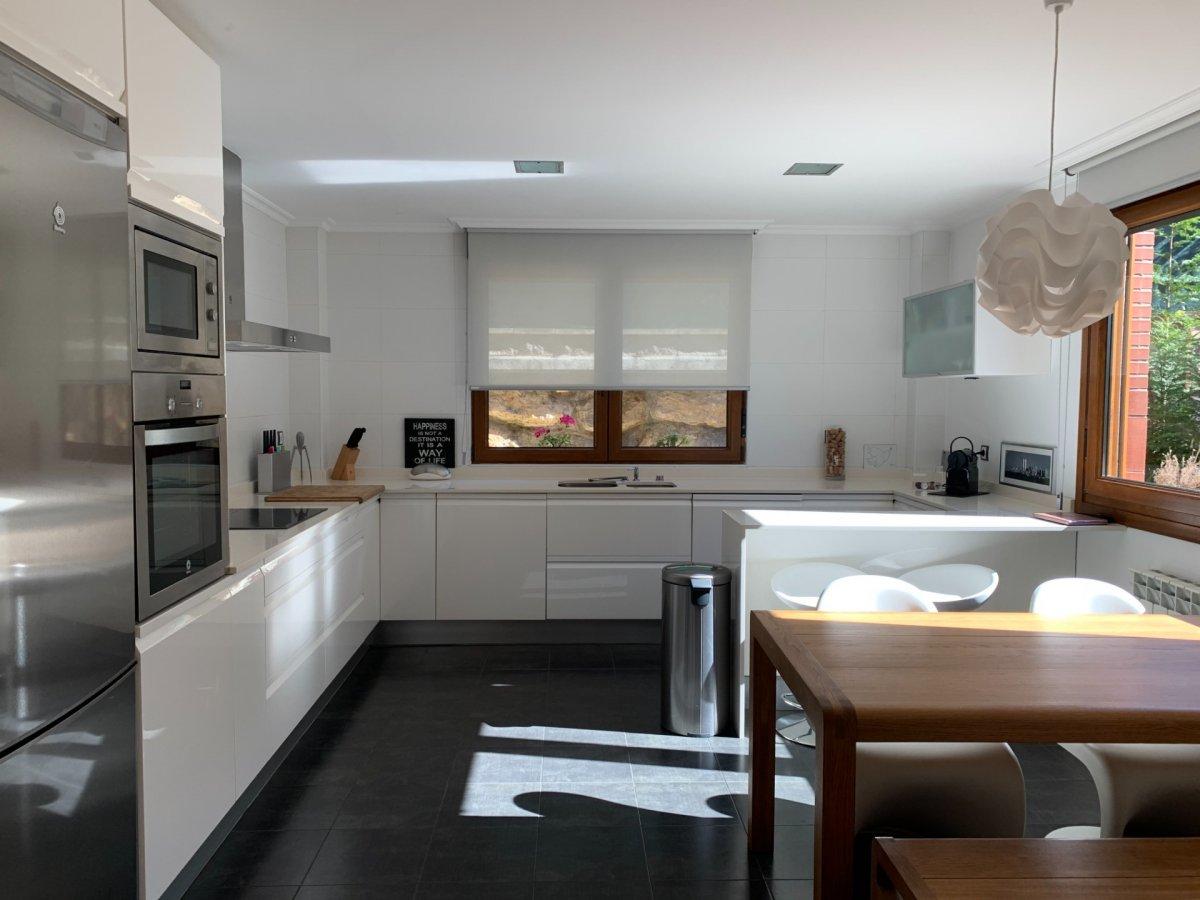 Chalet en venta en Pielagos  de 4 Habitaciones, 3 Baños y 198 m2 por 375.000 €.
