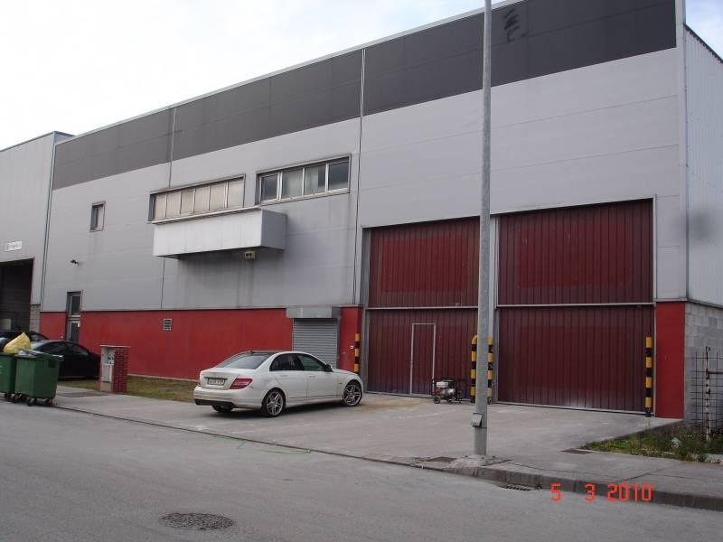 Nave industrial en alquiler en Heras Cantabria  de 950 m2. Consulta precio.