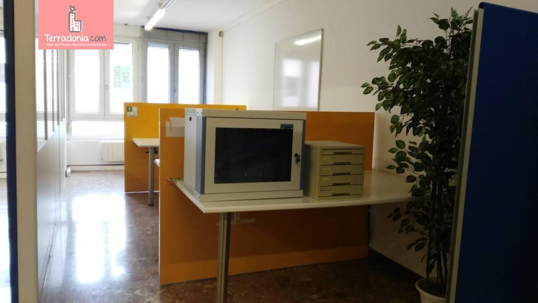 Oficina en alquiler en Santander  de 2 Baños y 120 m2 por 1.400€/mes.