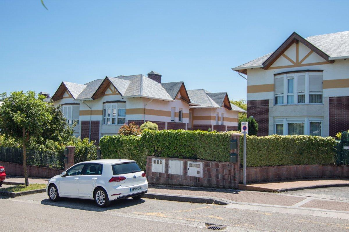 Adosado en venta en Santander  de 3 Habitaciones, 3 Baños y 193 m2 por 310.000 €.