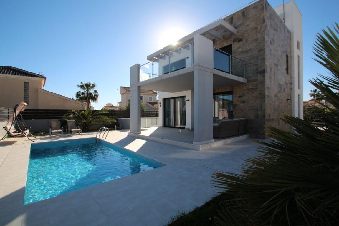 villa en orihuela-costa · la-zenia 7500€