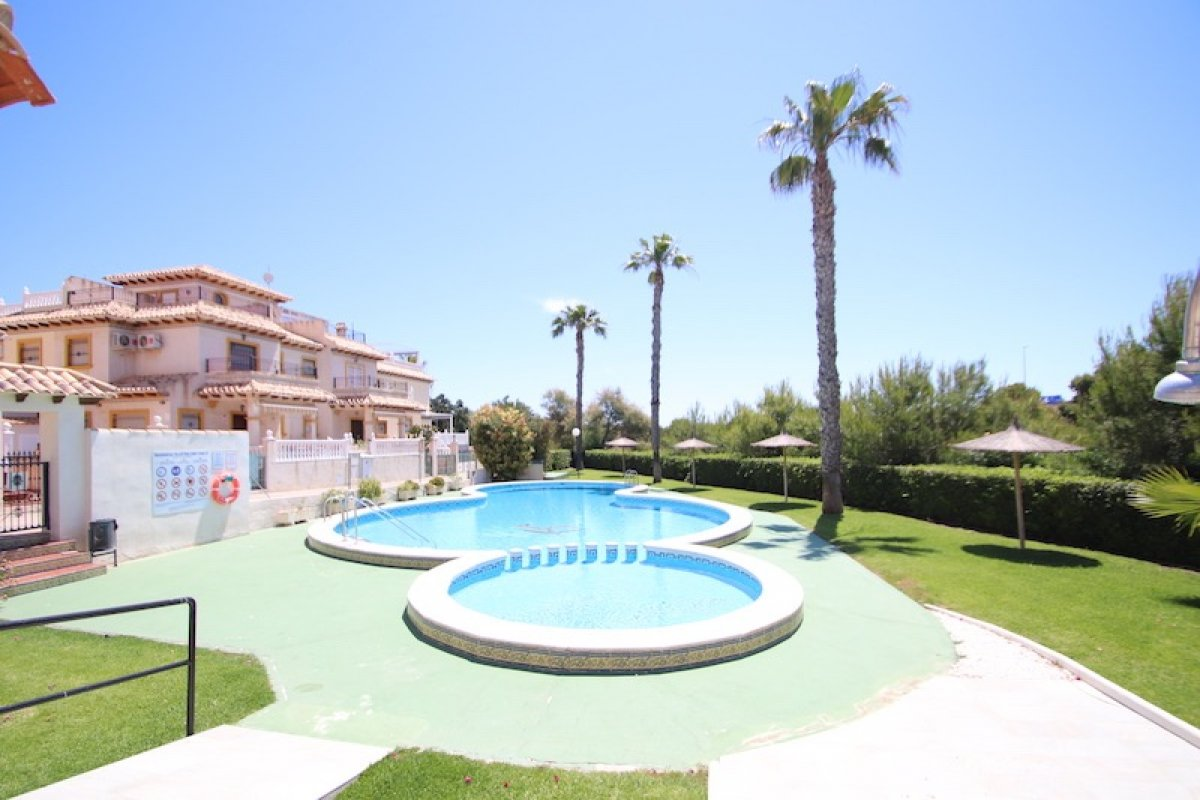 townhouse en orihuela-costa · playa-flamenca 135000€