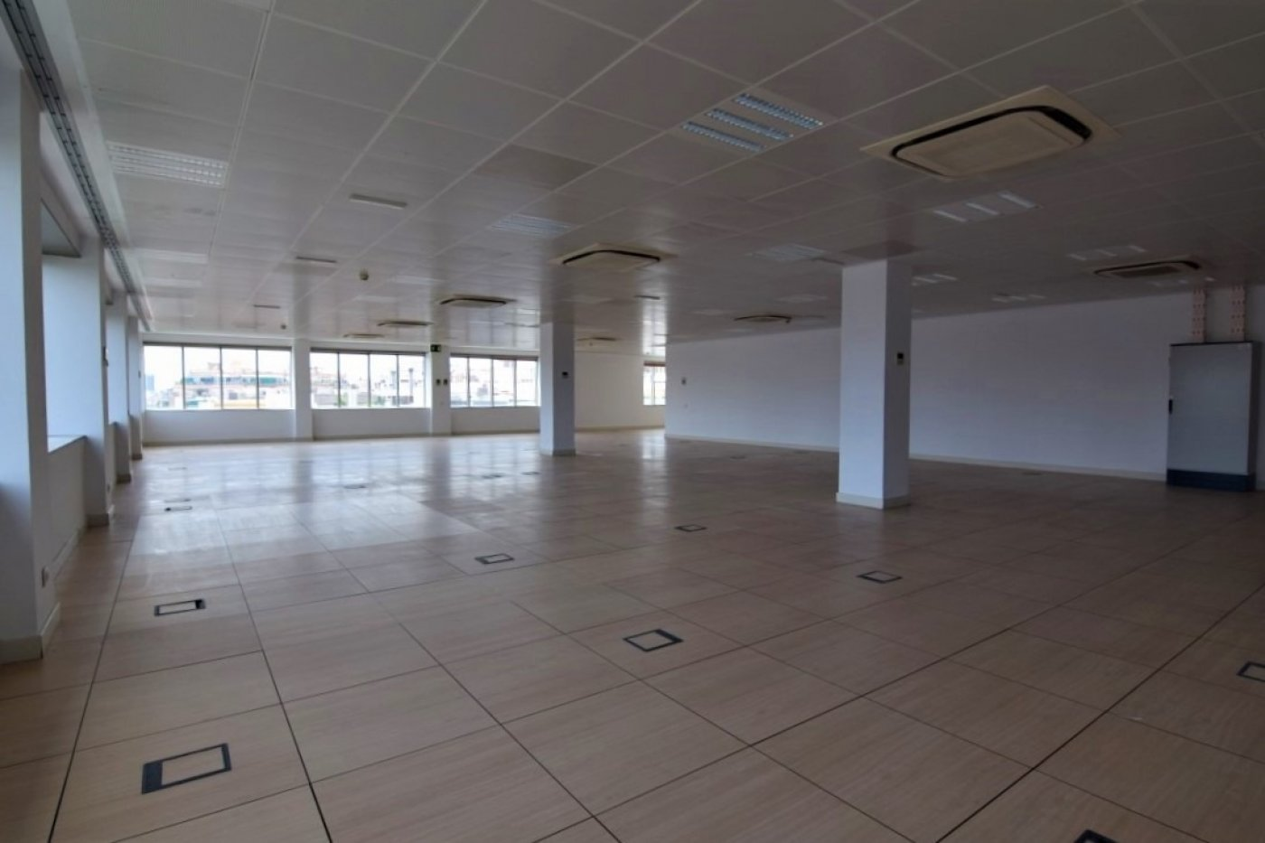 oficina en barcelona · sagrada-familia 12550€