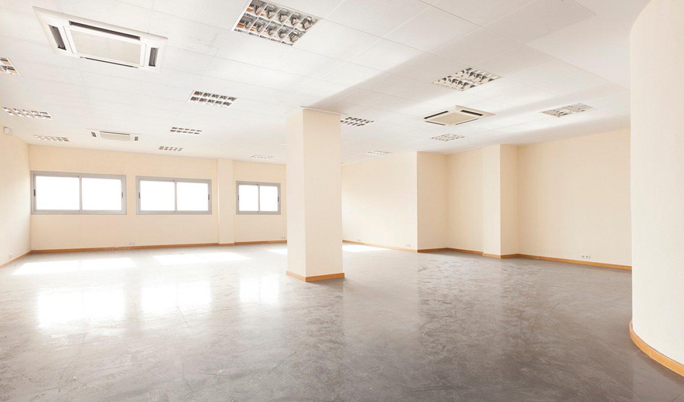 oficina en barcelona · el-guinardo 950€