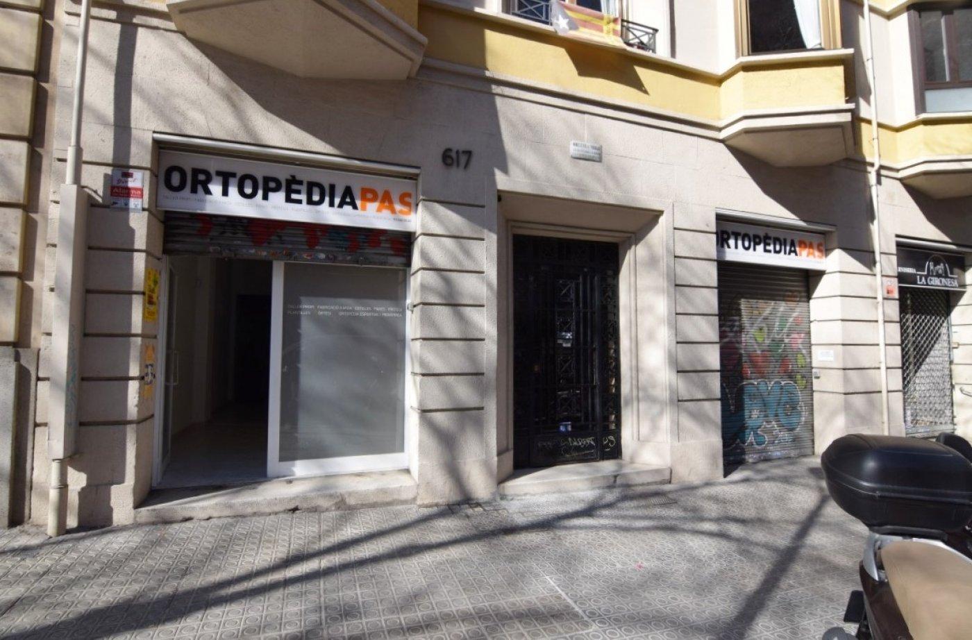 local-comercial en barcelona · sagrada-familia 1050€