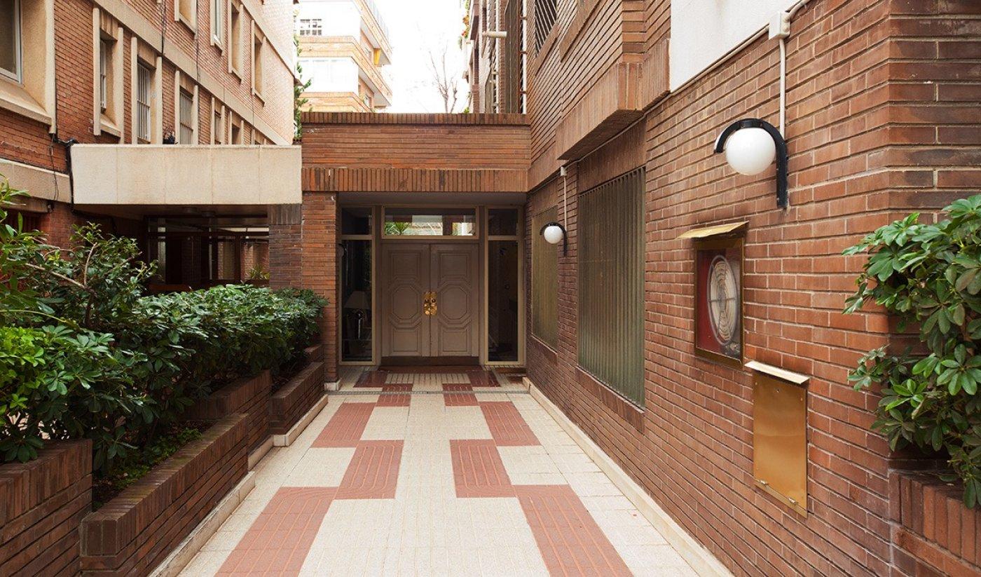 oficina en barcelona · les-tres-torres 1200€