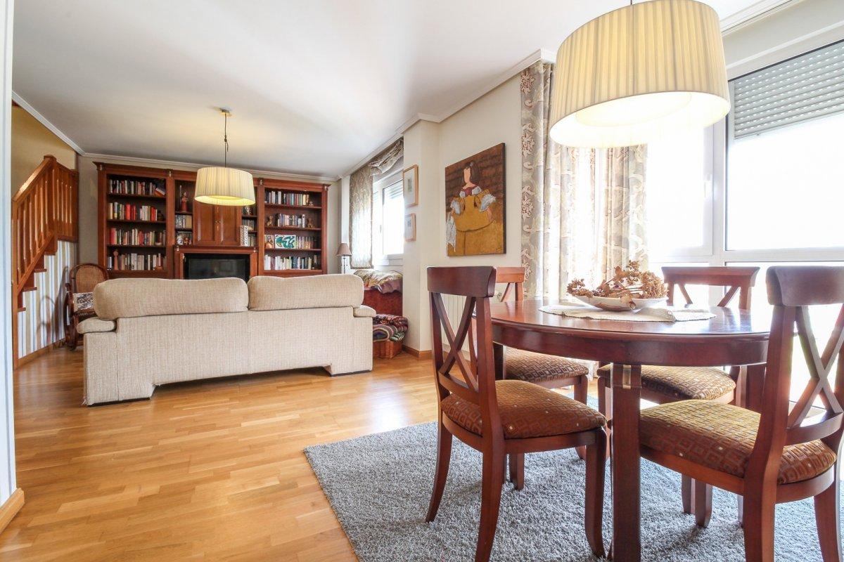 Piso en venta en Santander  de 4 Habitaciones, 2 Baños y 145 m2 por 265.000 €.