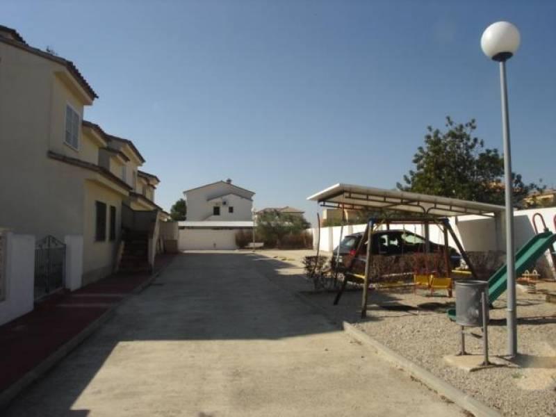3 Hab. 2 Baños. Fantástica zona comunitaria con piscina. Situado a 200 metros de la playa. Plaza de parquing incluida.