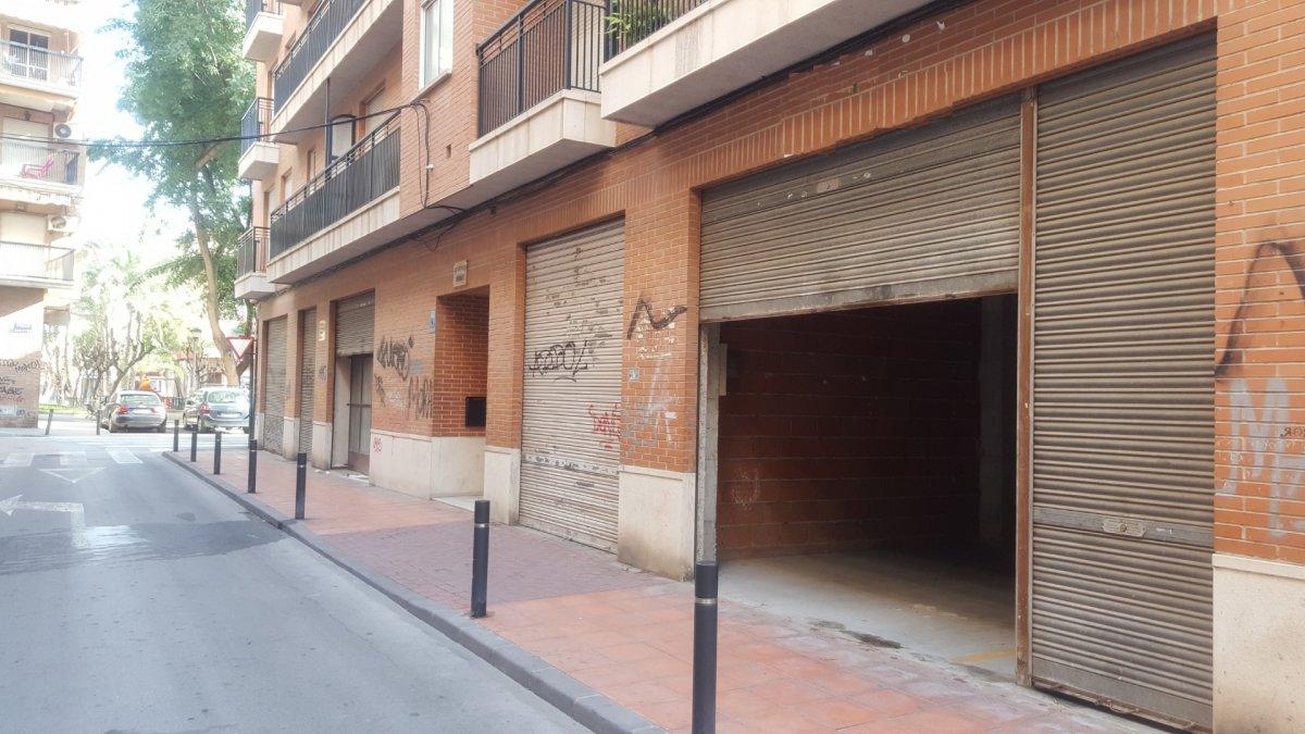 Alquiler de bajo comercial en el barrio del carmen - imagenInmueble1
