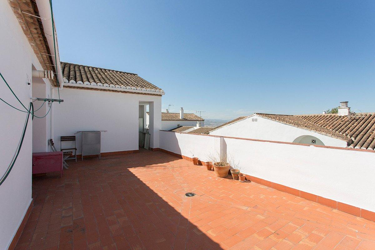 Ático en la entrada al Albaycin, impresionantes vistas , terraza de 40m2, incluye garaje y trastero., Granada