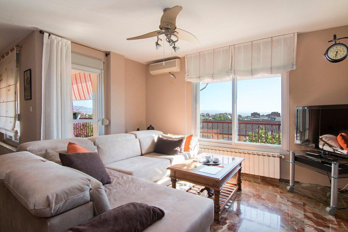 Gran piso junto a estación de Autobuses, 3 dor, 2 baños, esquina, garaje, trastero, totalmente refor, Granada