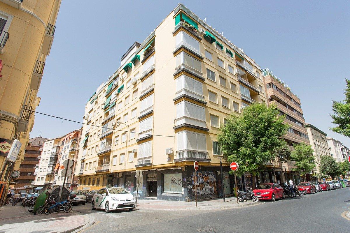 Gran piso de cuatro dormitorios junto a la Facultad de Ciencias, Granada