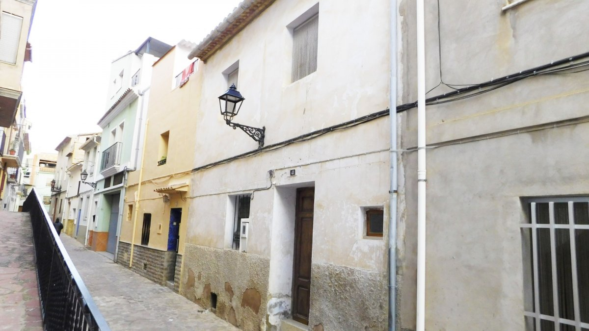 casa-de-pueblo en alfondeguilla · este 28500€