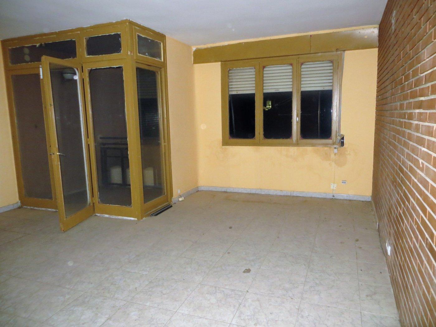 piso en sant-feliu-de-codines · centro 57000€
