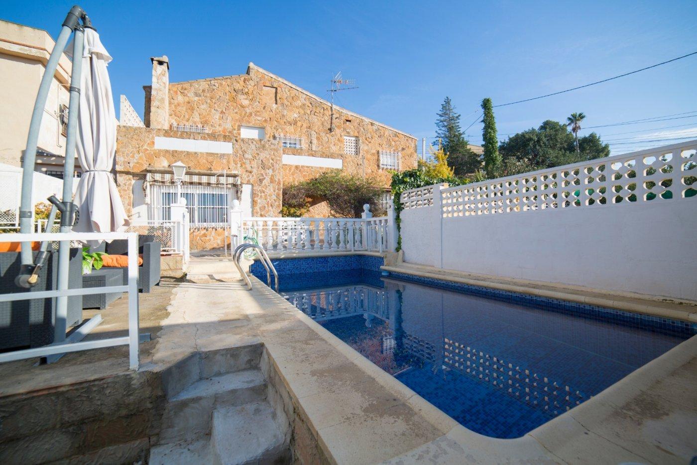 casa-con-terreno en betera · urb-el-paternero 129900€