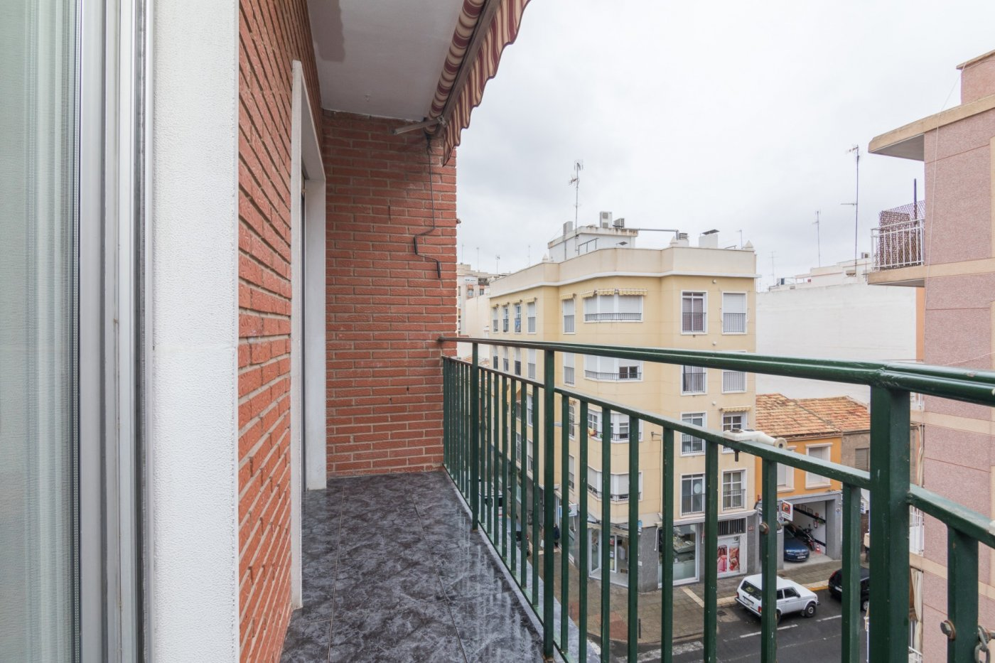 piso en elche · asilo---pisos-azules 79000€