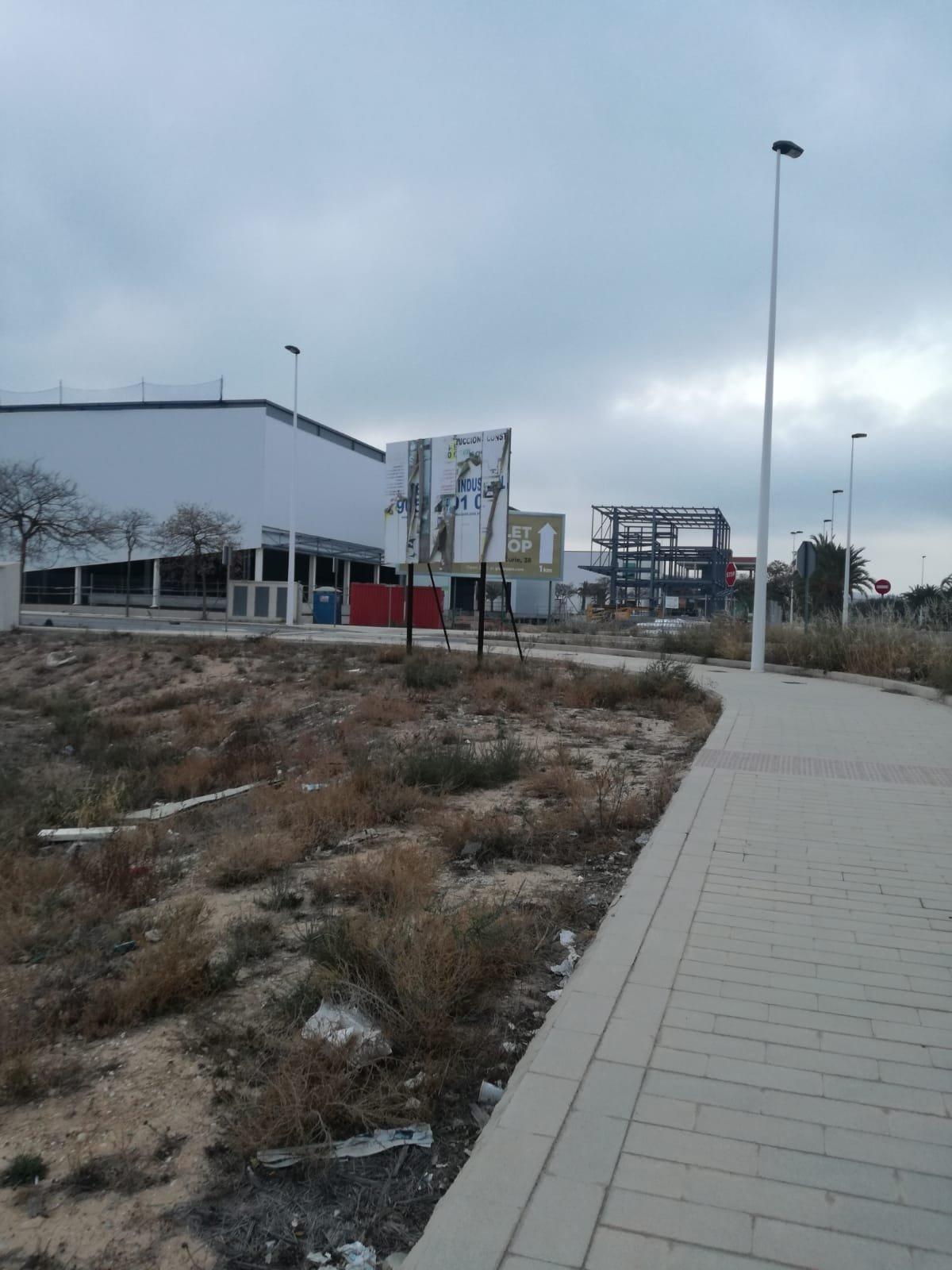 PARCELA  EN EL PARQUE INDUSTRIAL DE TORRELLANO IDEAL PARA CONSTRUCCION DE NAVE CON MODULO DE IMAGEN