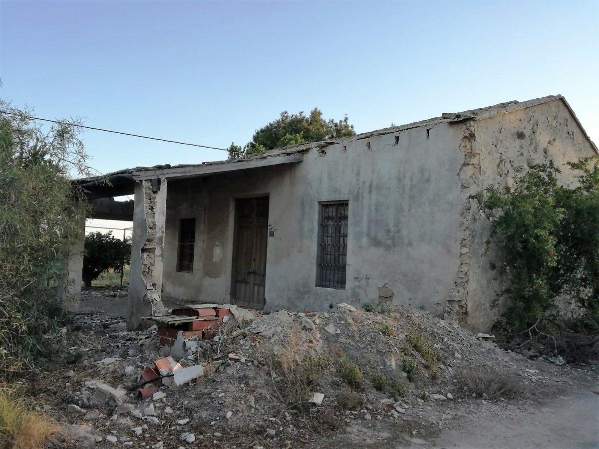 casa-con-terreno en elche-pedanias · daimes 69000€