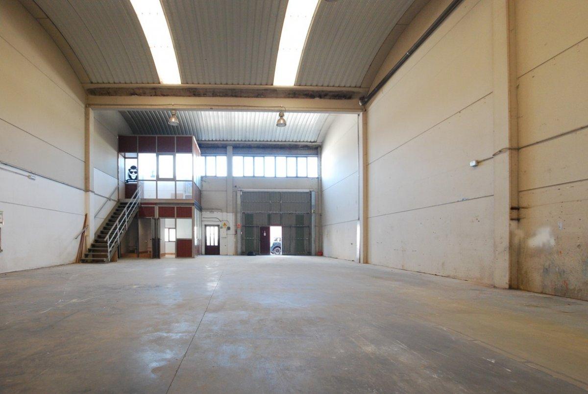 Nave industrial en venta en Guarnizo  de 280 m2 por 185.000 €.
