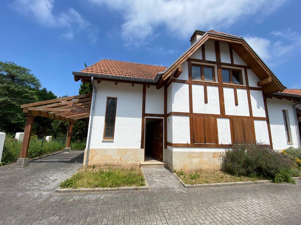 Chalet en venta en Val de San Vicente  de 2 Habitaciones, 2 Baños y 84 m2 por 150.000 €.