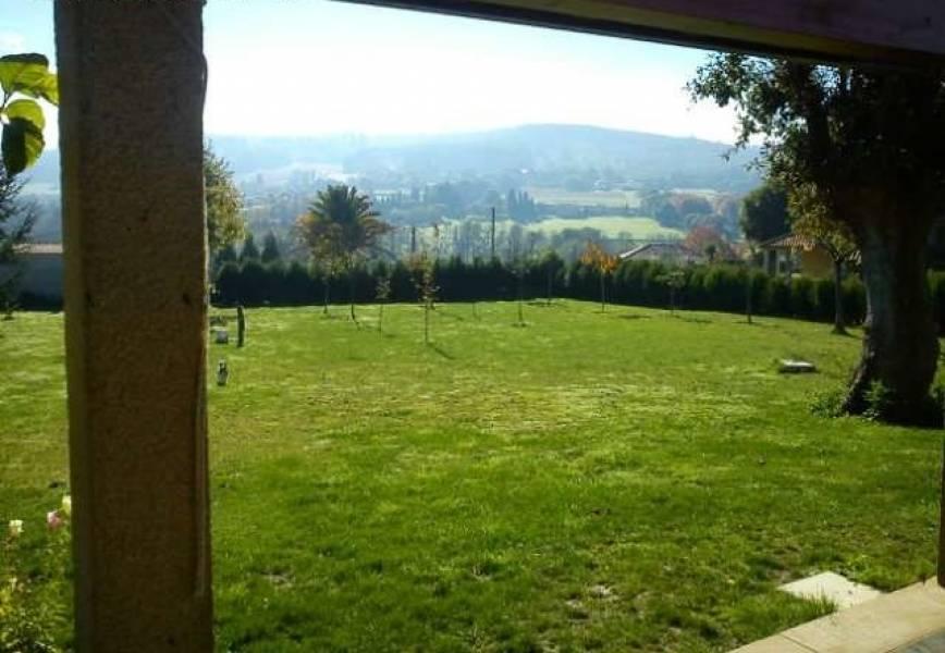 Casa con terreno en venta en Santiago de Compostela