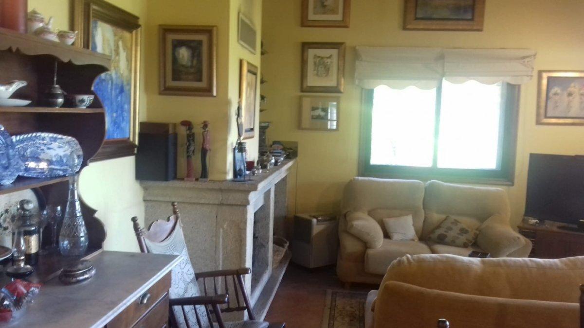 Casa con terreno en venta en Lousame