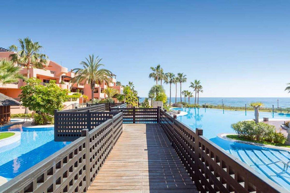 Apartamento en venta en 1ª linea playa, Estepona