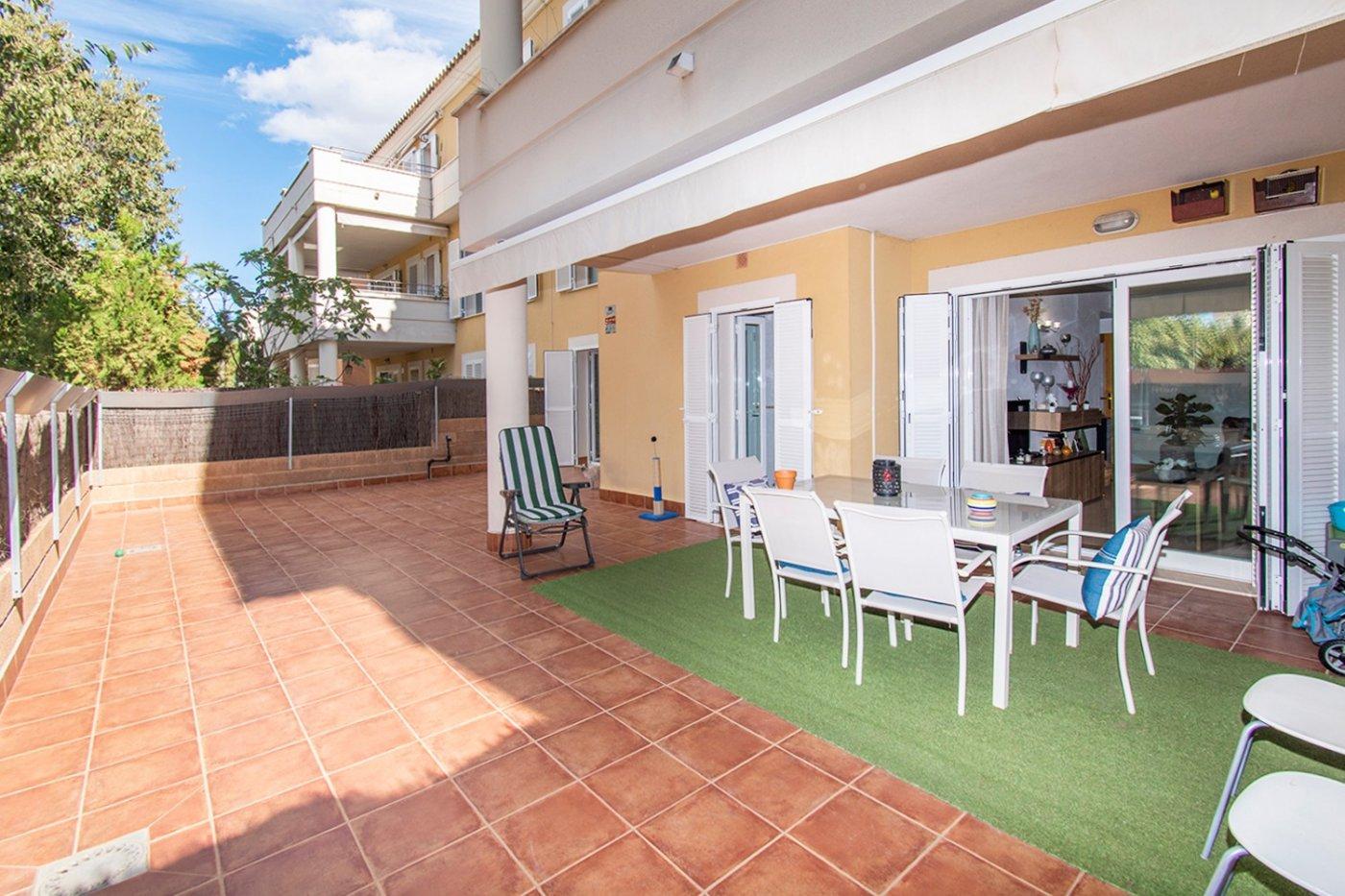 Planta baja de 2 habitaciones, terraza, parking, trastero y zonas comunitarias en son moix - imagenInmueble1