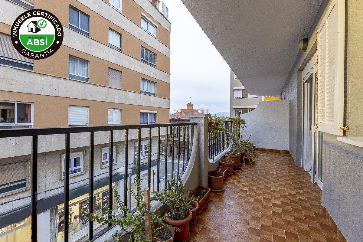Amplio piso de 3 dormitorios, un baÑo, un aseo y terraza. finca con ascensor - imagenInmueble0