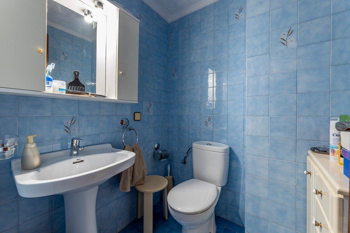 Amplio piso de 3 dormitorios, un baÑo, un aseo y terraza. finca con ascensor - imagenInmueble9
