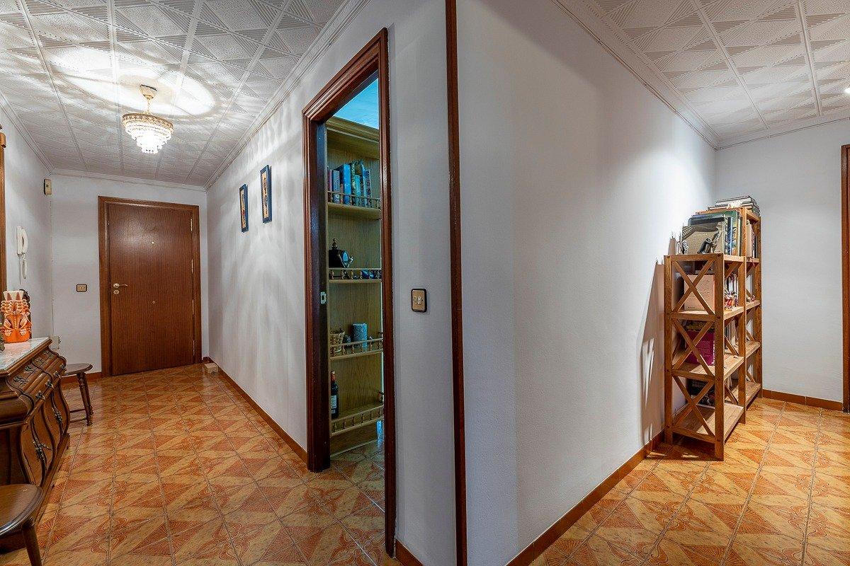 Amplio piso de 3 dormitorios, un baÑo, un aseo y terraza. finca con ascensor - imagenInmueble11