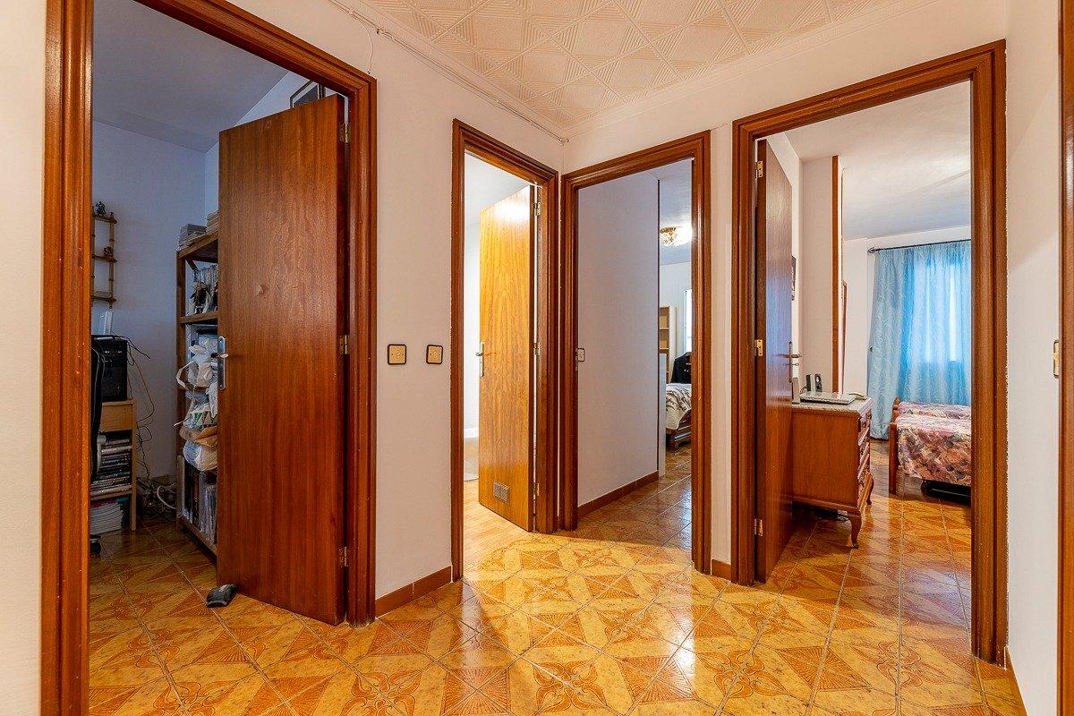 Amplio piso de 3 dormitorios, un baÑo, un aseo y terraza. finca con ascensor - imagenInmueble12