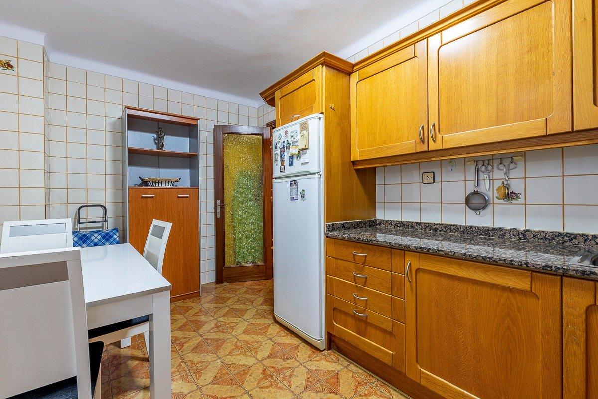 Amplio piso de 3 dormitorios, un baÑo, un aseo y terraza. finca con ascensor - imagenInmueble17