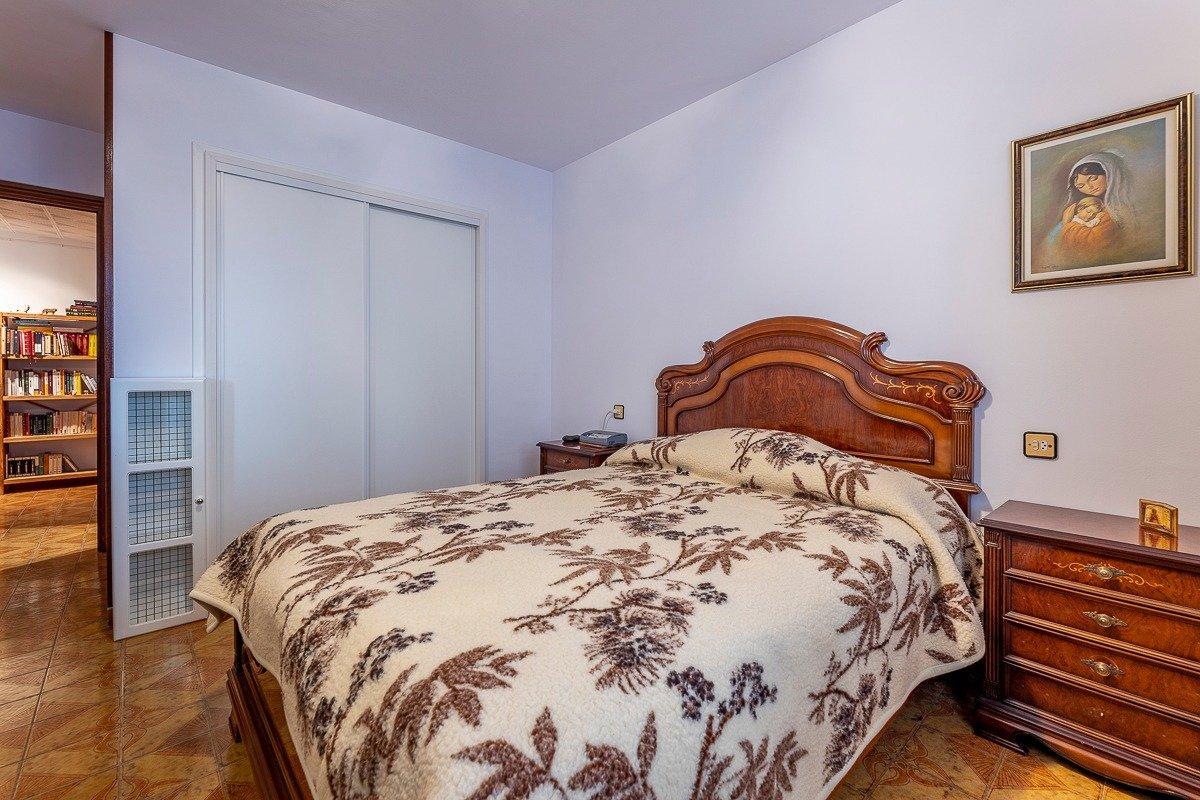 Amplio piso de 3 dormitorios, un baÑo, un aseo y terraza. finca con ascensor - imagenInmueble18