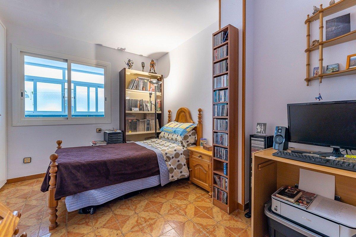 Amplio piso de 3 dormitorios, un baÑo, un aseo y terraza. finca con ascensor - imagenInmueble20