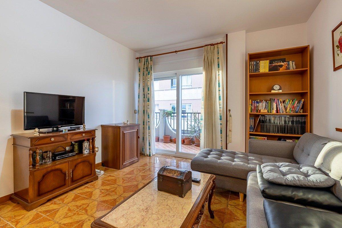 Amplio piso de 3 dormitorios, un baÑo, un aseo y terraza. finca con ascensor - imagenInmueble2