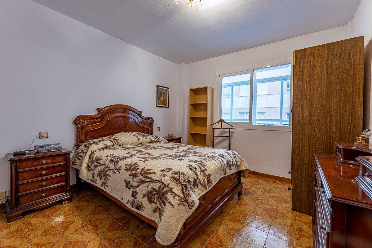 Amplio piso de 3 dormitorios, un baÑo, un aseo y terraza. finca con ascensor - imagenInmueble6