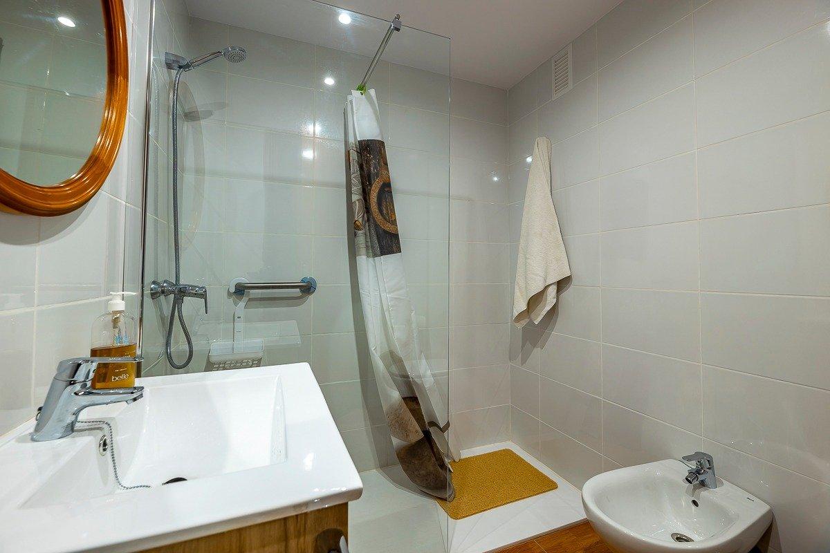 Amplio piso de 3 dormitorios, un baÑo, un aseo y terraza. finca con ascensor - imagenInmueble7