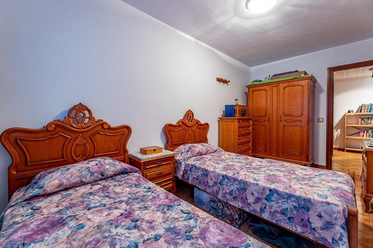 Amplio piso de 3 dormitorios, un baÑo, un aseo y terraza. finca con ascensor - imagenInmueble8