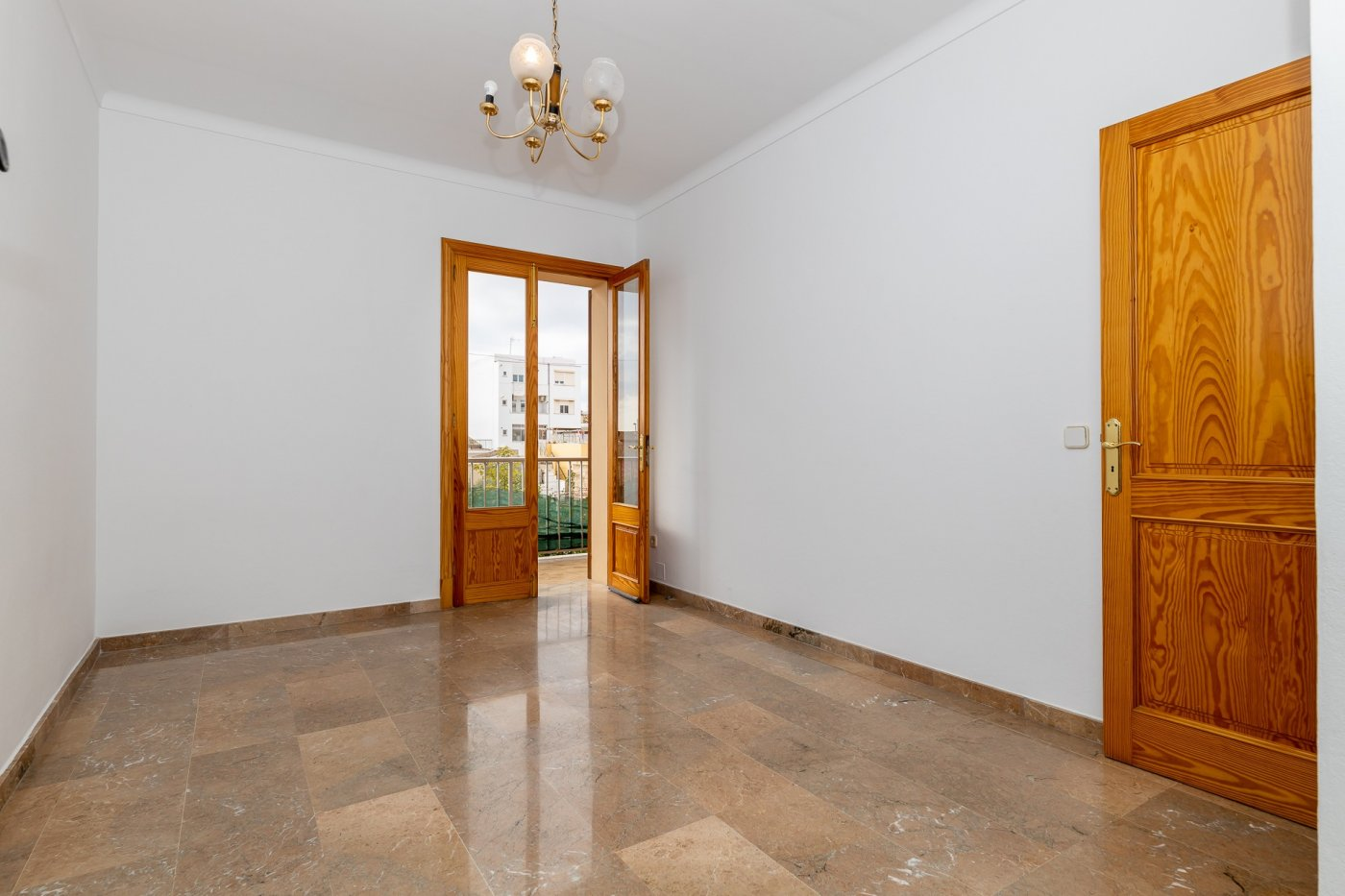Planta baja y sala adicional de 95 m² con patio de 160 m² - imagenInmueble6