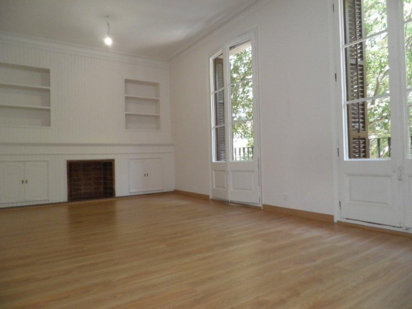 Flat for sale in Sant Antoni, Barcelona