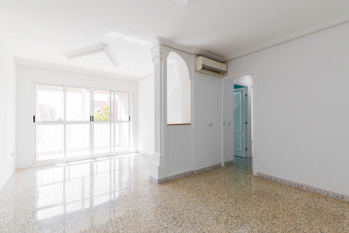 piso en alcala-de-guadaira · instituto 76500€