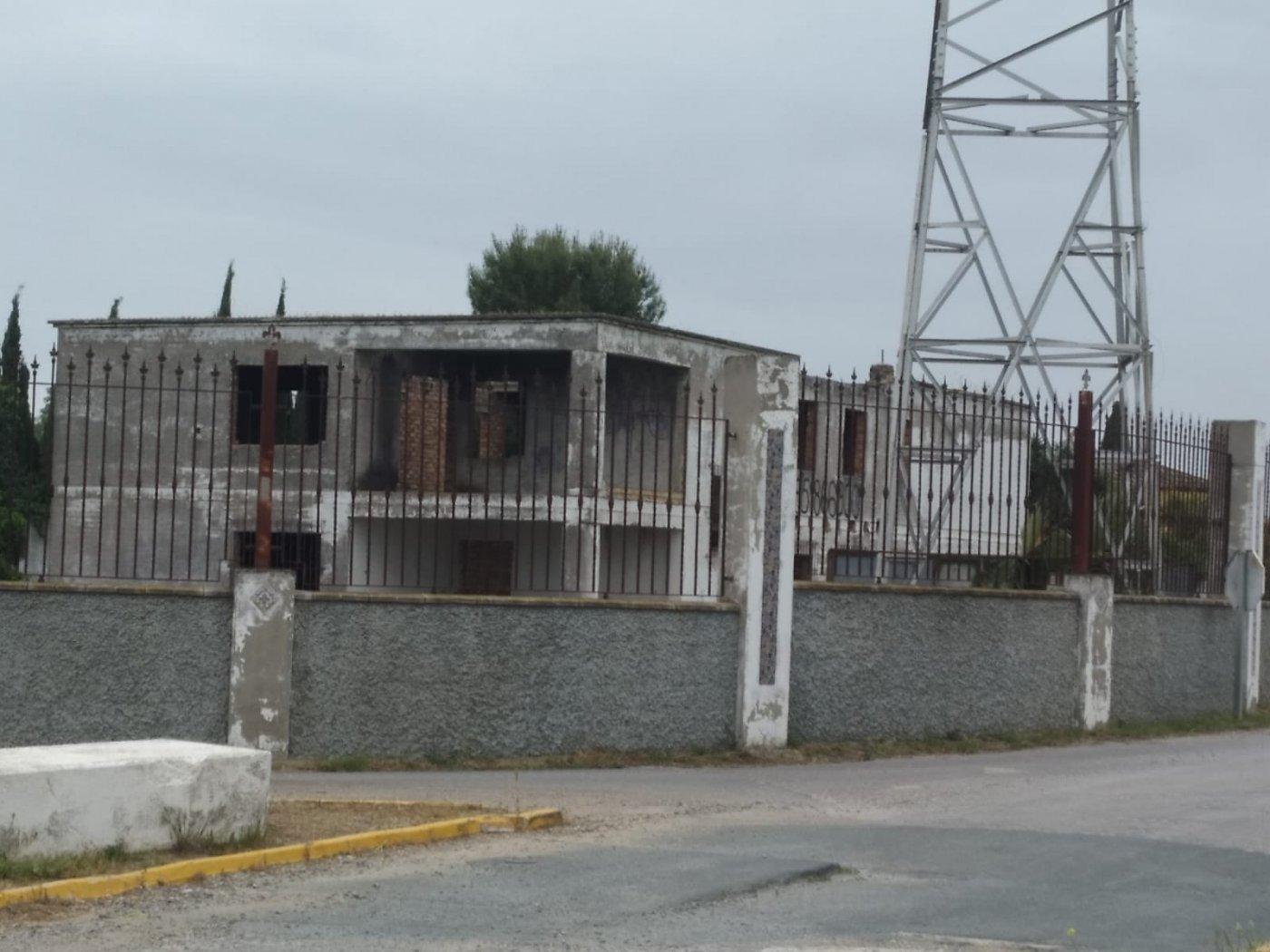 casa-de-campo en alcala-de-guadaira · perifericas 250000€