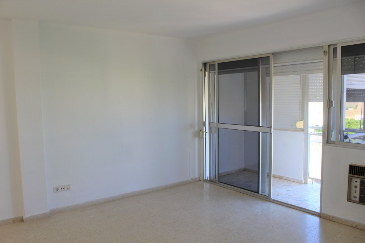 piso en alcala-de-guadaira · instituto 52000€